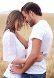 Couples obtenant proches dans le romance Photographie stock libre de droits