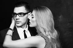 Couples passionnés sexy, histoire d'amour de bureau Photos libres de droits