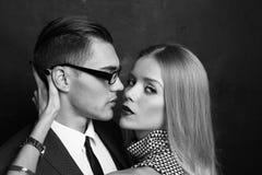 Couples passionnés sexy histoire d'amour de bureau Images libres de droits