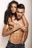 Couples passionnés sexy posant dans le studio Images libres de droits