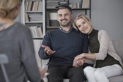 Couples pendant la thérapie matrimoniale Photos libres de droits
