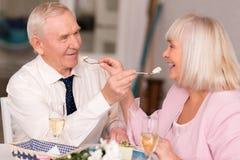 Couples pluss âgé adorables étant mignons Photographie stock