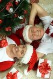 Couples pluss âgé célébrant la nouvelle année Photos stock