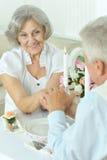 Couples pluss âgé dînant Image libre de droits