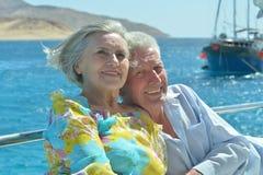 Couples pluss âgé d'une manière amusante Photographie stock libre de droits