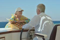 Couples pluss âgé d'une manière amusante Image libre de droits
