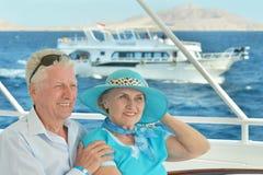 Couples pluss âgé d'une manière amusante Photos libres de droits