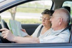 Couples pluss âgé dans la voiture Photos libres de droits