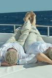 Couples pluss âgé dans le bateau sur la mer Image libre de droits