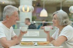 Couples pluss âgé en café Image libre de droits