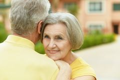 Couples pluss âgé extérieurs Photos stock
