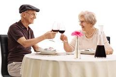 Couples pluss âgé faisant un pain grillé Photo stock