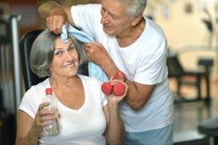 couples pluss âgé occupés dans les sports Images stock