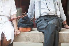 Couples pluss âgé se reposants sur le banc Photo stock