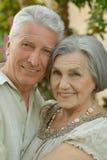 Couples pluss âgé se tenant dehors Photo libre de droits
