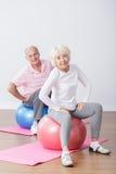 Couples pluss âgé sportifs ayant l'amusement Images libres de droits
