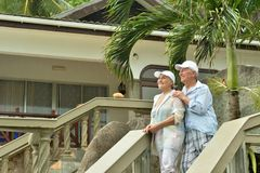 Couples pluss âgé sur des escaliers Images stock