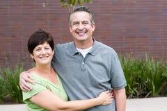 Couples pluss âgé heureux d'aînés en parc Images libres de droits