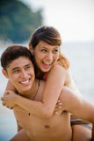 Couples portant sur le dos Image libre de droits