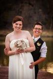 Couples posant pour l'union civile images libres de droits