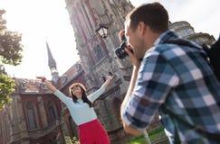 Couples positifs faisant des photos Image libre de droits