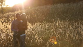Couples près de la forêt banque de vidéos