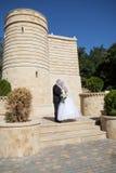 Couples près du château Image stock
