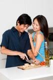 Couples préparant le repas Photo stock