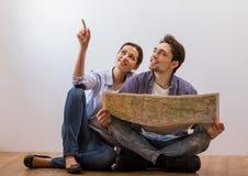 Couples prêts à se déplacer Images libres de droits