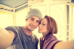 Couples prenant le selfie Photos libres de droits