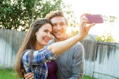 Couples prenant le selfie Images libres de droits