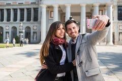 Couples prenant le selfie au musée Madrid de prado Photos libres de droits