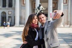 Couples prenant le selfie au musée Madrid de prado Image libre de droits