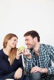 Couples prenant un petit déjeuner Images libres de droits