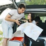 Couples prévoyant leur voyage Photographie stock