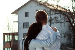 Couples recherchant une maison Images libres de droits