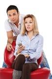 Couples regardant la TV Image stock
