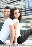 Couples reposés de nouveau au dos Image libre de droits