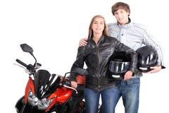 Couples restés avec la moto Photo stock