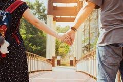 Couples retenant des mains Image libre de droits
