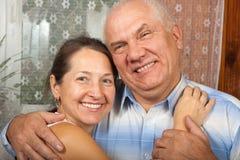 Couples retirés heureux Photo stock