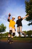 Couples rollerblading photo libre de droits
