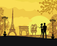 Couples romantiques à Paris Photographie stock libre de droits