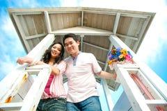 Couples romantiques au phare Image stock