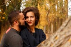 Couples romantiques dans l'amour Photo libre de droits