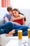 Couples romantiques dans l'amour s'amusant Image libre de droits