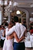 Couples romantiques dans le restaurant de luxe Images stock