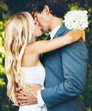 Couples romantiques de mariage Photographie stock