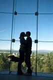 Couples romantiques en silhouette Photos stock