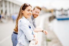 Couples romantiques flirtant Images stock